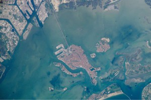 Venezia_laguna_vista_satellite-1200
